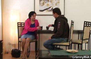 Bater O Pirralho Barbeiro De vídeo pornô com mulheres maduras 2 Cêntimos Cyd Preto